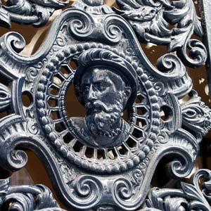 Par s las puertas de hierro colado for Hierro colado