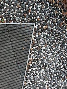 la unidad de este espacio procede de los materiales empleados para los suelos pavimento de mrmol blanco y negro en las calles